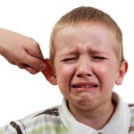 4 thói quen xấu của cha mẹ Việt làm 'hỏng' con
