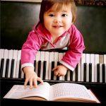 10 LỢI ÍCH CỦA VIỆC CHO TRẺ HỌC PIANO