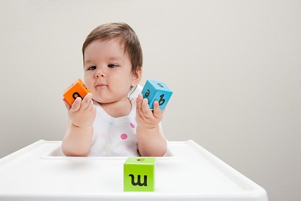 Chọn đồ chơi cho trẻ từ 0 – 18 tháng tuổi