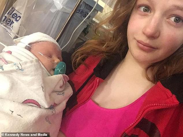 """Em bé tử vong chỉ sau 8 ngày nhiễm bệnh vì vi khuẩn do """"bị người lạ hôn"""": Lời cảnh tỉnh cho những người cứ thấy trẻ nhỏ là lao vào ôm, thơm"""